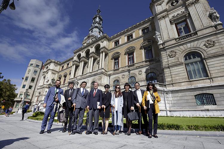 22/09/2015. Los Líderes a la salida del Ayuntamiento de Bilbao