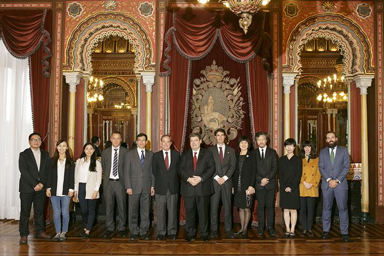 22/09/2015. El Alcalde de Bilbao recibió a los Líderes en el Salón Árabe del Ayuntamiento