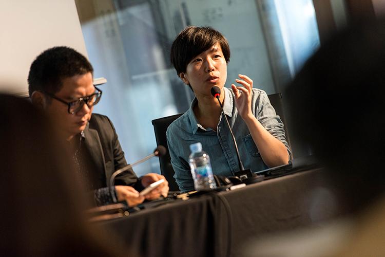 FENG Shuni interviene durante el acto del COAM