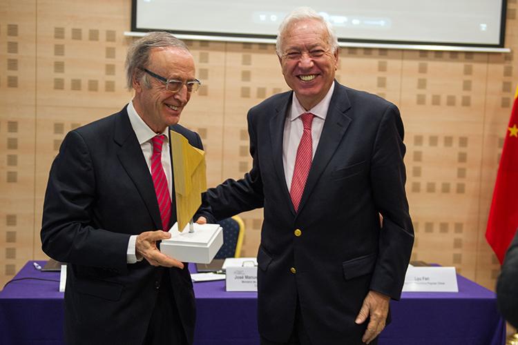 El presidente de Bodegas Torres recibe el Premio FCEC