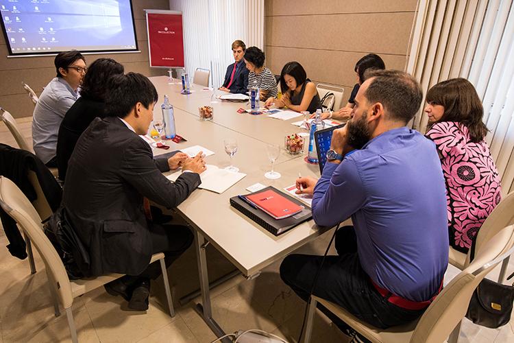Charla presentación sobre la FCEC y el Programa Futuros Líderes Chinos