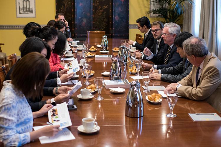 Charla coloquio sobre la actualidad socioeconómica de España en el Real Instituto Elcano