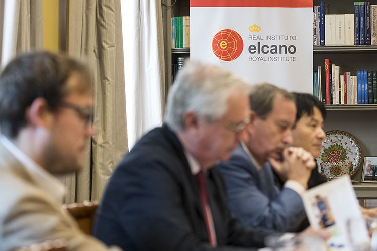 Reunión en el Real Instituto Elcano