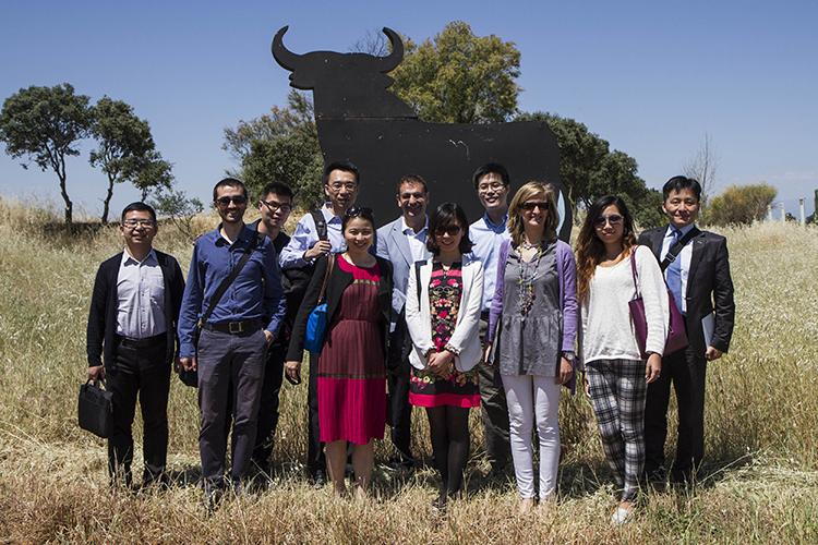 Foto de grupo en las Bodegas Osborne