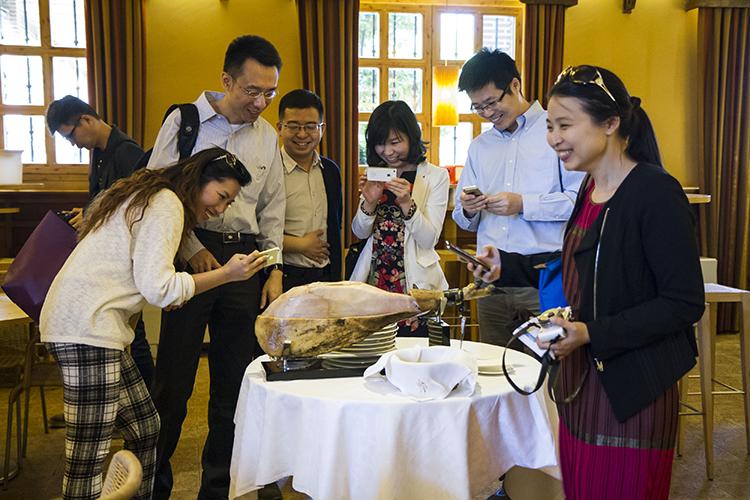 Los Líderes Chinos disfrutaron de un almuerzo y cata