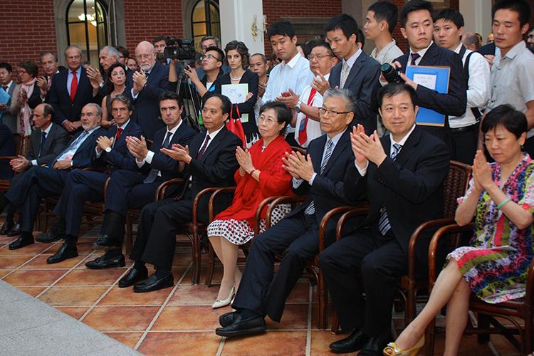 Recepción con motivo del 40 Aniversario del establecimiento de Relaciones Diplomáticas entre España y la RP China, y del X Aniversario del Foro España China, ofrecida por la Asociación de la Amistad del Pueblo Chino con el Extranjero.