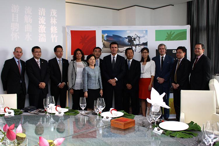 Foto de familia durante la reunión con un grupo de touroperadores chinos.