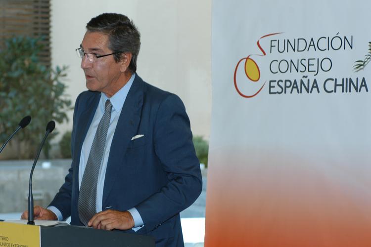 El secretario general de la FCEC, Manuel Cacho, se dirige a los asistentes a la entrega de premios.