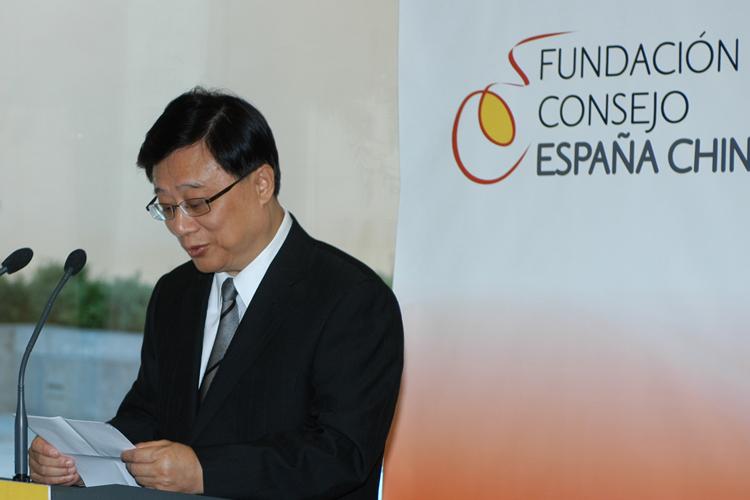 ZhuXiaoming pronuncia unas palabras durante la ceremonia de entrega de los Premios de la FCEC.