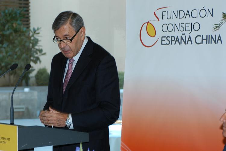 Imagen de Pedro Nueno durante su discurso de agradecimiento.