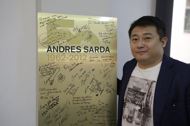 Los líderes chinos en la tienda de Andrés Sardá.