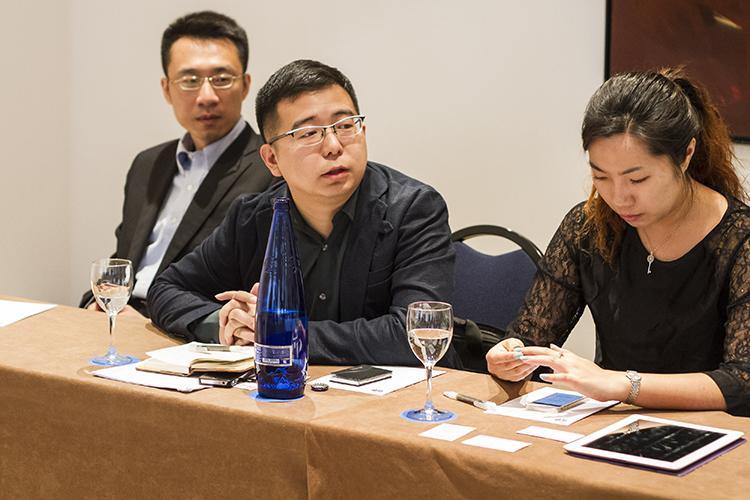 De izq. a dcha.: Huang Shan, Wang Shifeng y Zhou Boyun (ZoeZhou)