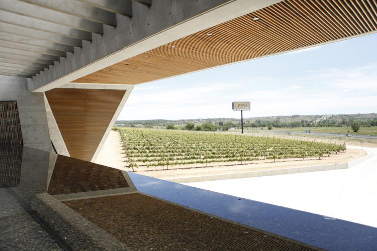 El moderno edificio que alberga Bodegas Portia es obra de Norman Foster.