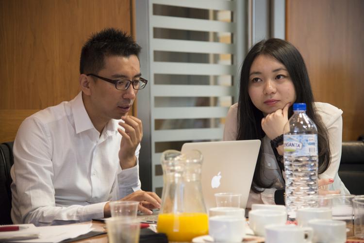 Zhang Zhe (izq.) y Tang Tang (dcha.) en una imagen de la reunión.