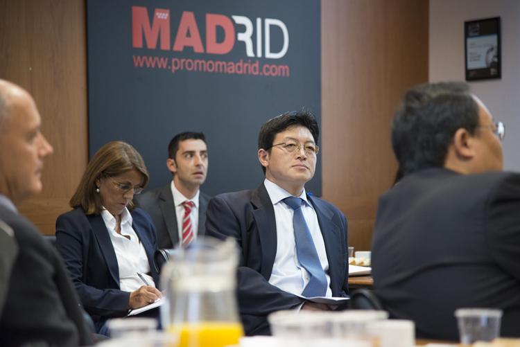Imagen de Tony Ji durante la visita.